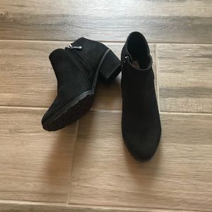 NWOB Blondo 7 Valli 2.0 waterproof suede booties